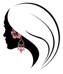 jeune fille à la fleur d'hibiscus et à la boucle d'oreille