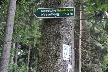 Schild Geologisches Naturdenkmal Nesselberg