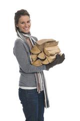Frau mit Brennholz