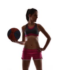 Mujer deportista sujetando un balón de balón cesto,basket.