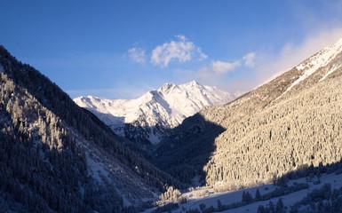 montagne innevate con sole