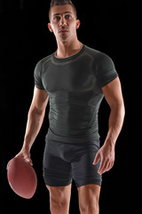 Retrato de un jugador de rugby en fondo blanco.