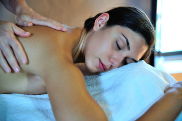 Mani che massaggiano