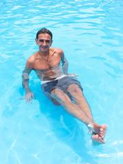 Tintarella in piscina