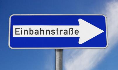 Schild Einbahnstraße rechts
