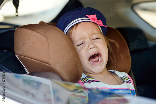 child crying in car - 67963361