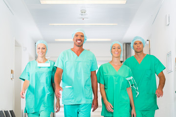 Chirurgen in Krankenhaus oder Kinik