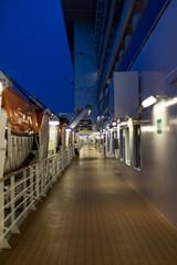 Außendeck auf einem Kreuzfahrtschiff