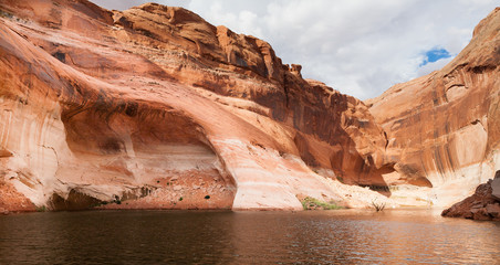 Lake Powell Cove with Cave