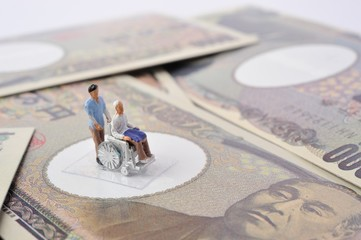 高齢者の介護とお金