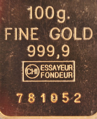 100 grams of pure gold