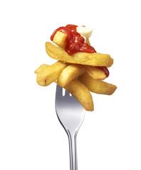 Pommes mit ketchup und majonaise auf Gabel