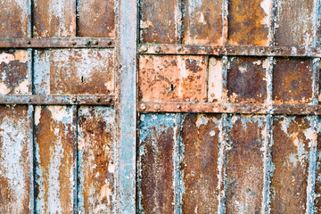Iron gate rust
