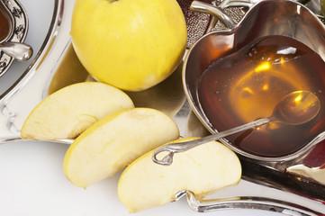 honey with apple for Rosh Hashana – jewish new year