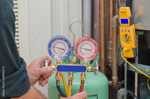 Charging HVAC system. - 68006573