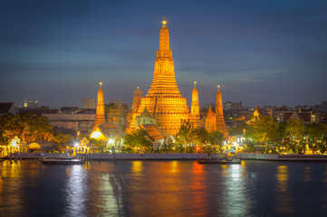 Twilight view Pra Prang of Wat Arun Temple