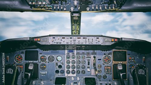 Fotobehang Vliegtuig Aircraft dashboard. View inside the pilot's cabin.