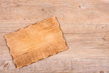 Brett für Brotzeit auf einem Tisch