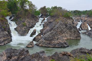 Cascada en el río Mekong en Don Khon, Si Phan Don, Laos
