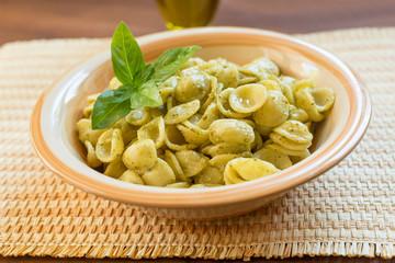 Orecchiette al pesto, pasta italiana