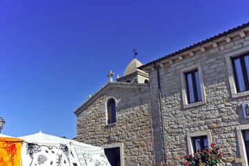 Sardegna, la chiesa di San Pantaleo e il mercato