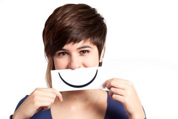 adolescente con sorriso finto