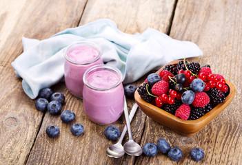 blueberry yogurt with fresh berries
