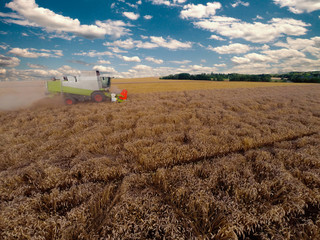Combiner harvesting grains