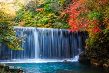 四万川ダムの滝