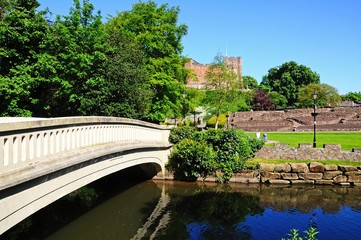 Footbridge and castle, Tamworth © Arena Photo UK