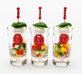Tomate-Mozzarella-Spieß im Glas