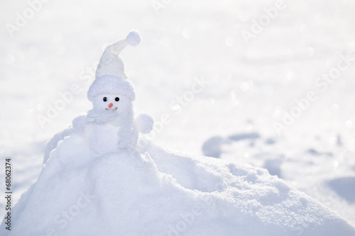 Foto op Canvas Gletsjers Little white snowman near snowbank.