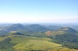 les montagnes du puy de dome et volvic