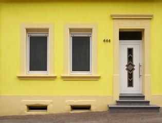 Modernisierte Fassade eines Bauernhauses im Saarland