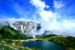 夏山と高原の池
