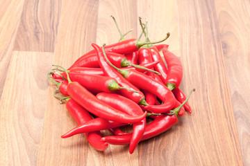 Red Chili auf hölzernen Brett