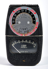 A vintage GE photographic light meter.