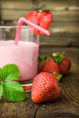 strawberry yogurt with fresh berries