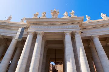 Kolonnaden am Petersdom in Rom
