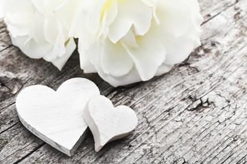 Weiße Herzen & Blüten