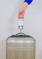 Hand luggage measurement using steelyard balance.