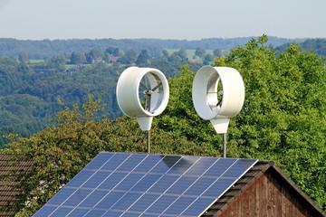 Kleinwindanlage mit 2 Propellern und Solardach