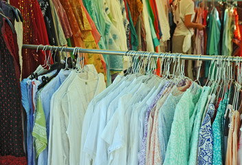 Sardegna, articoli di abbigliamento al mercato di San Pantaleo
