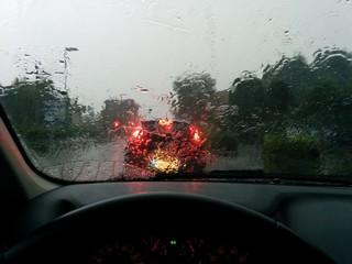 Temporale dal vetro dell'auto