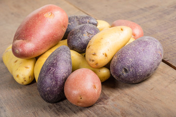 Group of fingerling potatoes on wooden table