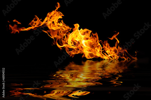 Aluminium Vuur / Vlam fire on a black background