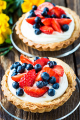 Fruit dessert tarts