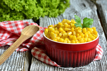 Preserved sweet corn.