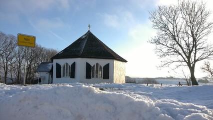 Kleine Kirche von Witt auf Rügen im Winter