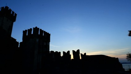 Castello di Sirmione all'alba